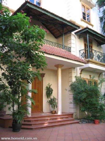 A spacious villa for rent in To Ngoc Van street